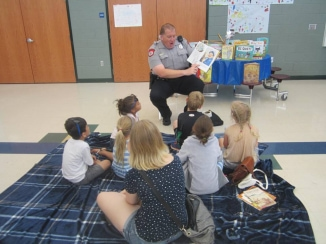 officerreadingaloud2smithland.jpg
